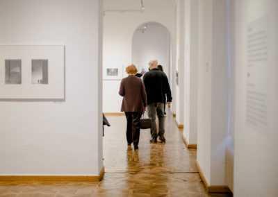 Voden ogled razstave Zora Plešnar – retrospektiva